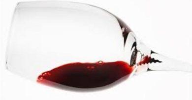 Spirale Wine Glass Captures Sediment for Better Taste