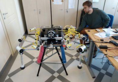 PLASTIC HUNTING ROBOT